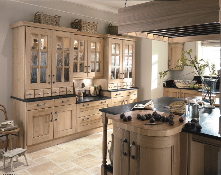 Traditional Kitchens Also Use A Variety Of Architectural Details Such As  Pillars And Wooden Feet To Give The Appearance That Various Sections Of The  Kitchen ...